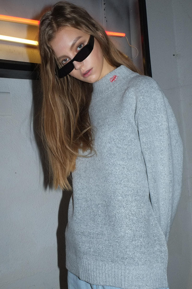 Lip Prints Turtleneck Sweater (GRAY)